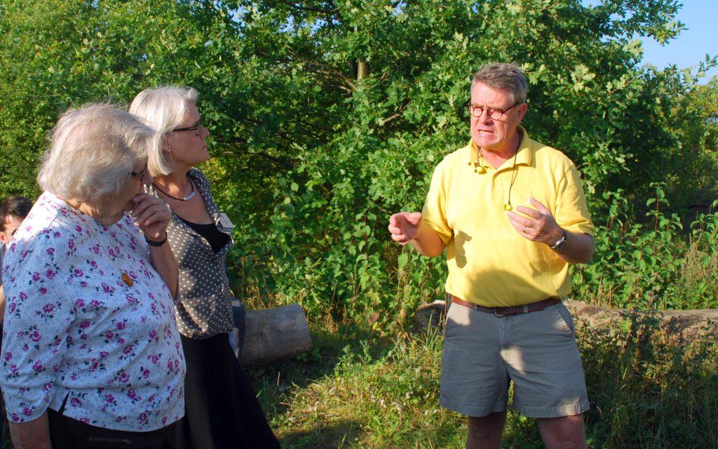 Haakon Rasmusson driver et delvist økologisk CSA-landbrug og synes, at skolehaverne passer godt til grundtankerne bag hans bedrift.