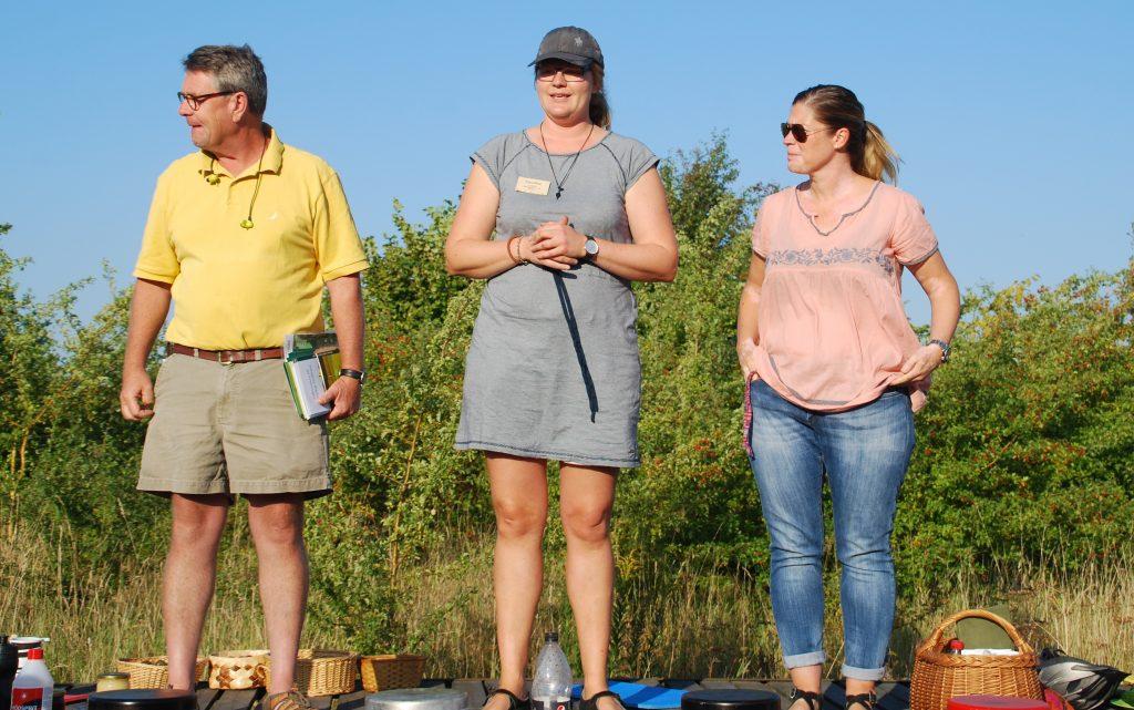 Landmanden, den kommunale naturvejleder og læreren fra Fågelskolan repræsenterer de tre samarbejdspartnere i det skånske skolehaveprojekt.